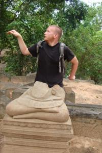 Statue pose
