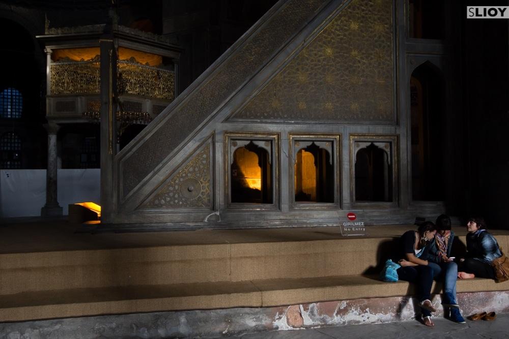 tourists inside istanbul hagia sophia